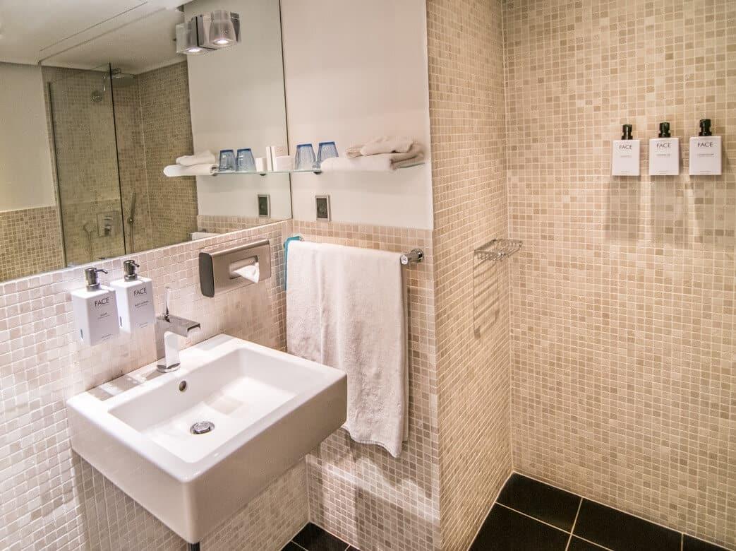 Scandic Front Bathroom