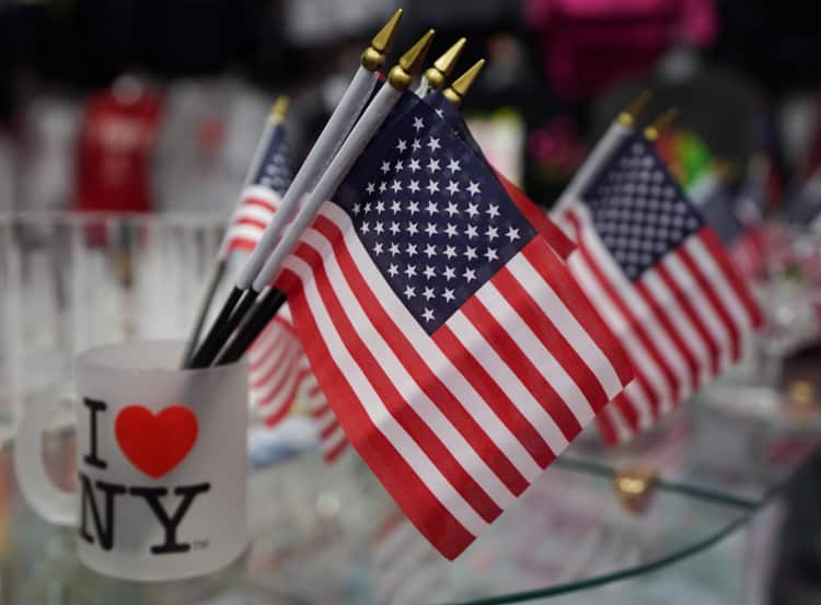 Souvenir Of Last Beautiful Day For >> New York Souvenirs What To Buy In New York As A Tourist Christine
