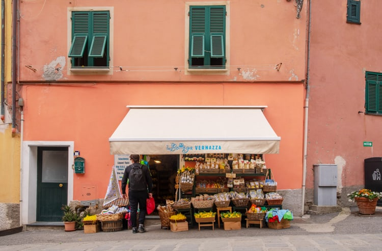 vernazza shopping